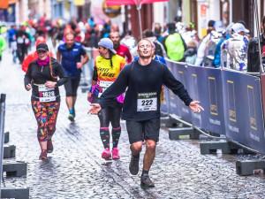 FOTO, VIDEO: Hrochová vylepšila rekord na 12 km o pět minut, Pavlišta ovládl Nature Run na dlouhé trati