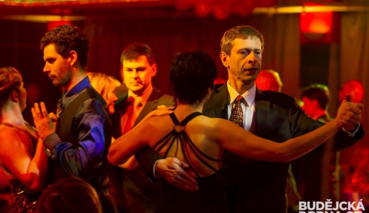 Obyčejný večer pro neobyčejné lidi, takový bude další ples Českého červeného kříže