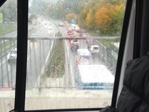 Hlavní tah na Liberec zablokovaly dvě nehody. Řidiči museli přes Záskalí