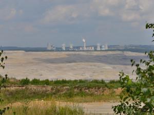 Obyvatelé Uhelné chtějí zalesněný val. Má zakrýt pohled do dolu Turów