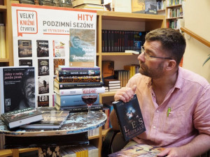 Velký knižní čtvrtek u Fryče přinese několik literárních novinek. Nedočkavci se mohou začíst už o půlnoci