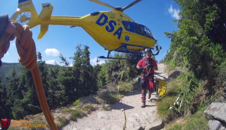 Vracíme se o dvacet let zpět. Liberecký kraj kritizuje tendr na provoz vrtulníků záchranky