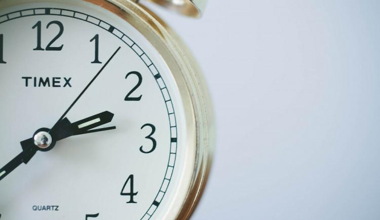 ANKETA: V noci na neděli nás čeká změna času. Podle vědců je zimní čas nejlepší
