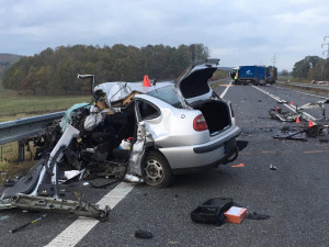 Na obchvatu Studánky se srazil popelářský náklaďák s autem. Zemřela řidička a dvě děti