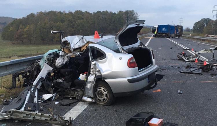 VIDEO: Tragická srážka popelářského vozu s osobákem možná nebyla jen nešťastnou náhodou. Podle dívky matka jednala úmyslně