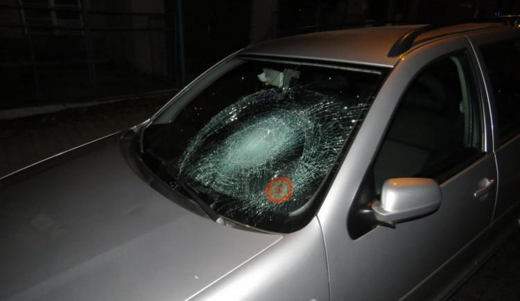 Přehlédnutí chodce na přechodu si v Jablonci vyžádalo hned dvě nehody