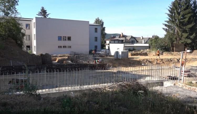 Alzheimer centrum v Turnově začíná získávat svou podobu. Hrubá stavba je hotová