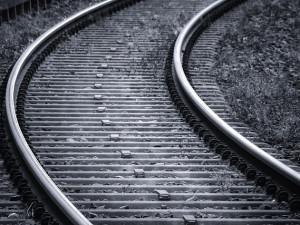 Vlakové spoje na Liberecku nabírají zpoždění. Důvodem jsou rozkradené vodiče