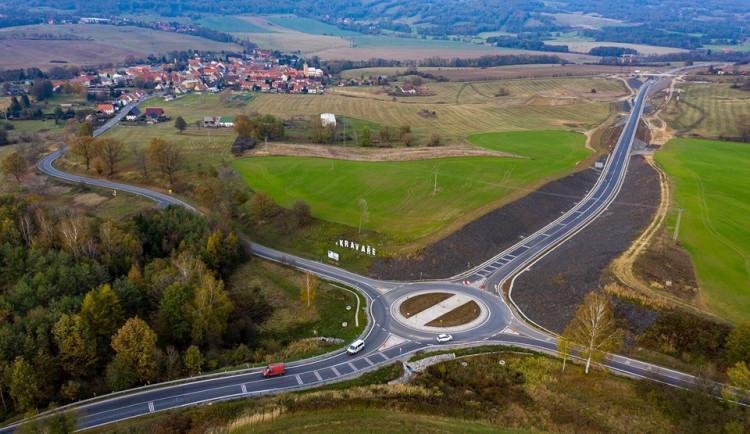 V Kravařích otevřeli nový obchvat, přeložka silnice I/15 stála téměř 177 milionů