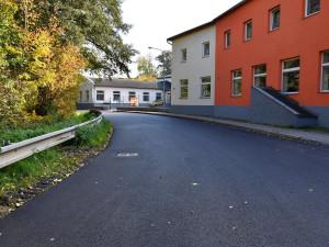 Ve Vraťáku opravili silnice. Nový povrch si užijí i cyklisté