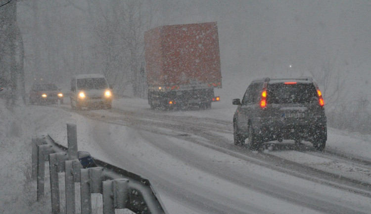 Meteorologové rozšířili varování, napadnout může až deset centimetrů mokrého sněhu