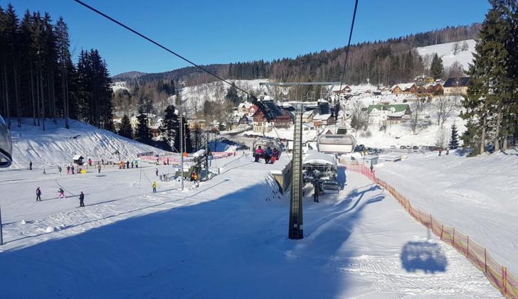 Zvýšení cen energií i mezd zdraží lyžování v Jizerských horách