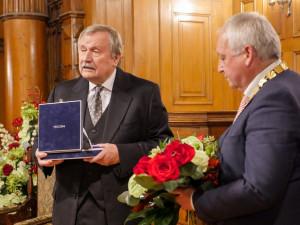 Medaili Liberce má uznávaný veterinář a první polistopadový primátor