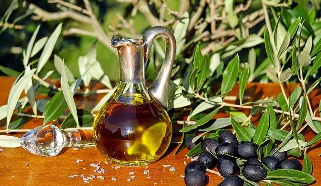 Kontrola olivových olejů odhalila, že každý třetí výrobek neodpovídá kvalitě extra panenský