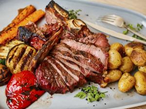 Nový zážitek v novém Bílém Mlýně. Ochutnejte steakovou a středomořskou kuchyni šéfkuchaře Marka Jelínka