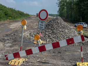 Silnice na Cimbál by se měla začít opravovat na jaře. Náklady klesnou o desítky milionů