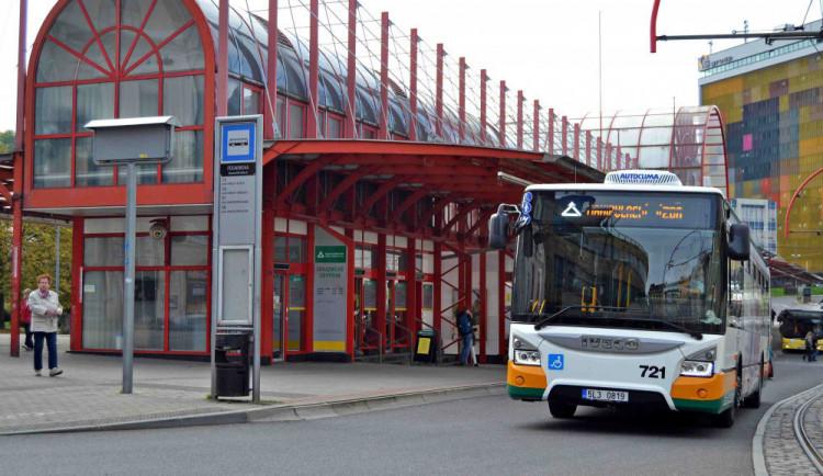 Dopravní podnik ruší večerní nástup předními dveřmi. Ubude zpoždění autobusů