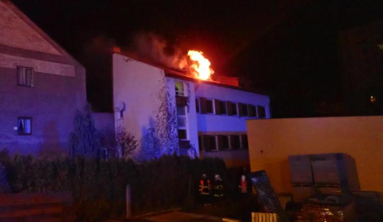O víkendu zasahovali hasiči na sedmi místech. Bohužel došlo i na zranění