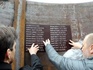 FOTO: Bývalá skládka vedle Opičáku se mění. Prostoru bude dominovat památník obětem války