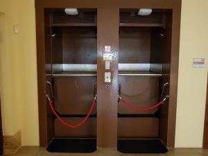 Rekonstrukce výtahu na jablonecké radnici potrvá měsíce. Hotovo by mělo být v létě