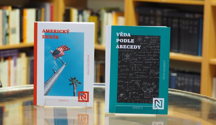 Debata nad knihami. U Fryče představí novinky Jany Cíglerové a Petra Koubského