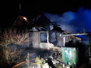Při požáru chaty v Machníně zemřel muž, žena je s popáleninami v nemocnici