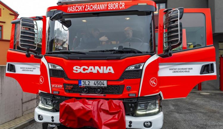 Tanvaldští hasiči se mohou pochlubit zbrusu novým vozidlem