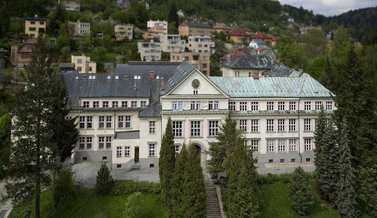 Střední sklářská škola v Brodě i speciálně pedagogické centrum mají nové ředitele