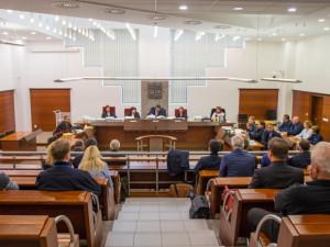 Pokračuje soud, v němž je obžalován i hejtman. Tento týden mohou zaznít závěrečné řeči