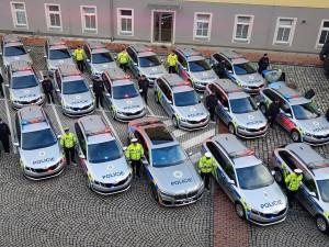 Policisté z Libereckého kraje dostali dvacítku nových služebáků. Kromě octávií využijí i třílitrové BMW