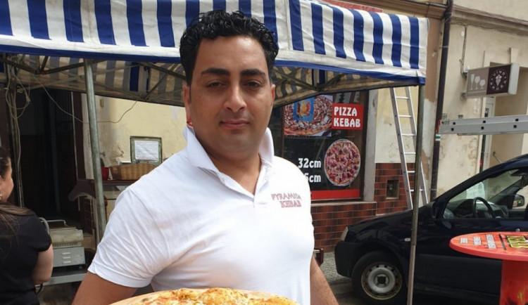 Egypťan Shreif Hassan vlastní Pyramida Kebab. Přečtěte si příběh muže, který uspěl v cizí zemi