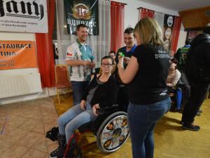 Šipkařský turnaj opět pomůže Kačence, která před lety přežila těžkou nehodu