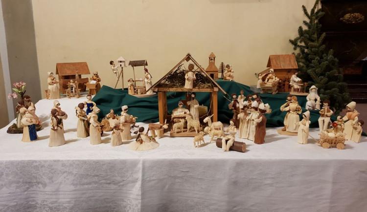 Kam mezi svátky? Výstava v rochlickém kostele představí betlémy z Čech u Madagaskaru