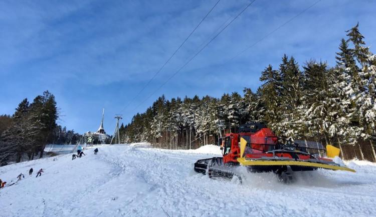 Na Silvestra se rozjíždí další zimní střediska. Lyžuje se na Ještědu nebo v Rokytnici