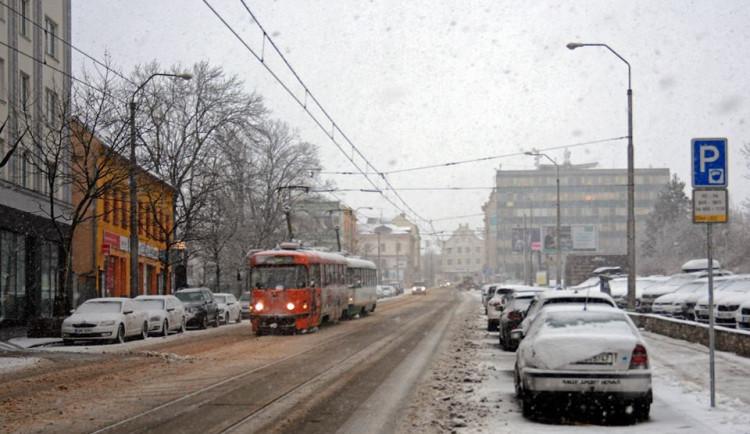 Slunečné počasí vydrží do pátku. O víkendu dorazí sněžení