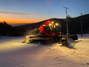 Většina areálů spustila provoz, stále ale chybí sníh