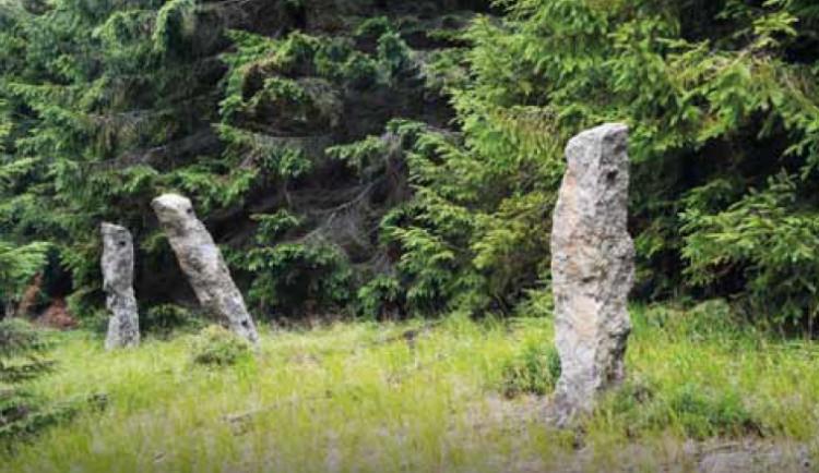 Zbyly jen tisíce malých menhirů. Clam-Gallasové v Jizerkách stavěli obory, připomíná je výstava