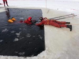 Blíží se období ledního bruslení. Záchranářské desatero radí, jak se na ledové ploše chovat
