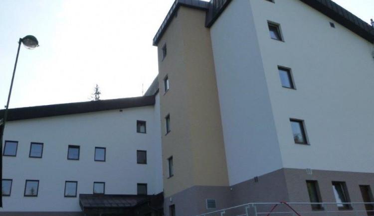 Harrachov přestavěl učiliště na dům s pečovatelskou službou