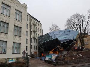 V centru Jablonce roste obří krystal za 57 milionů, ukrývat bude vánoční ozdoby