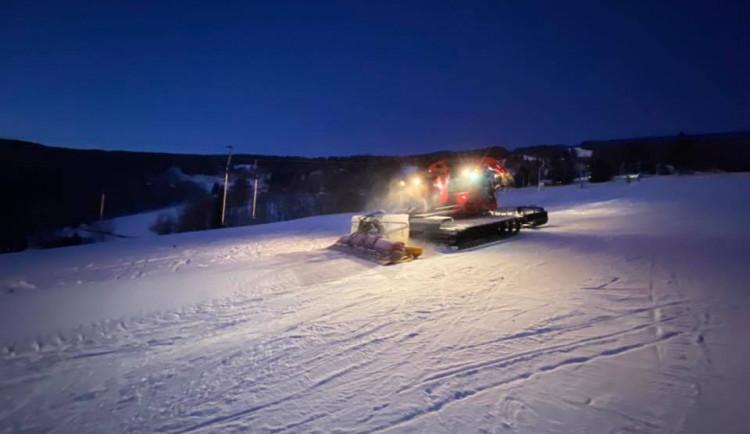 Počasí lyžařům nepřeje, střediska v kraji jsou nadále v omezeném provozu