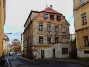 Několikapatrový dům v Orlí ulici se dočká rekonstrukce, budou v něm sociální byty