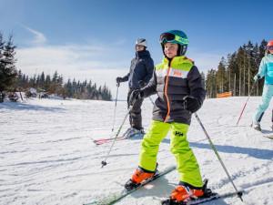 I tento víkend se v Libereckém kraji lyžovalo. Střediska fungují v omezeném provozu