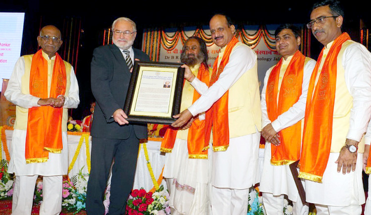 Ocenění pro profesora liberecké univerzity Luboše Hese. Získal čestný doktorát indického institutu