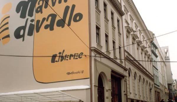 Život Galilea Galileiho převedlo Naivní divadlo v Liberci do světa loutek