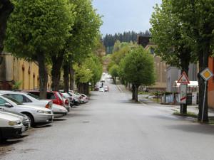Nová parkovací místa, chodníky i osvětlení. Jablonecká ulice V Aleji projde rekonstrukcí