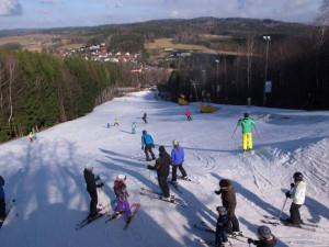 Sníh sice nepadá, podmínky pro lyžování se ale přeci jen trochu zlepšily