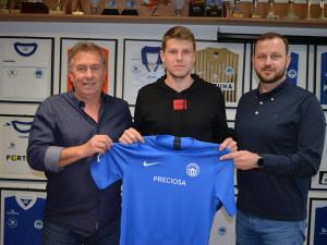Slovan dotáhl přestup bosenského útočníka Rondiće. Budu pracovat na sto procent, říká
