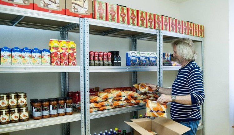 Potravinová banka rozděluje jídlo potřebným. Kraj na její provoz přidá tři sta tisíc