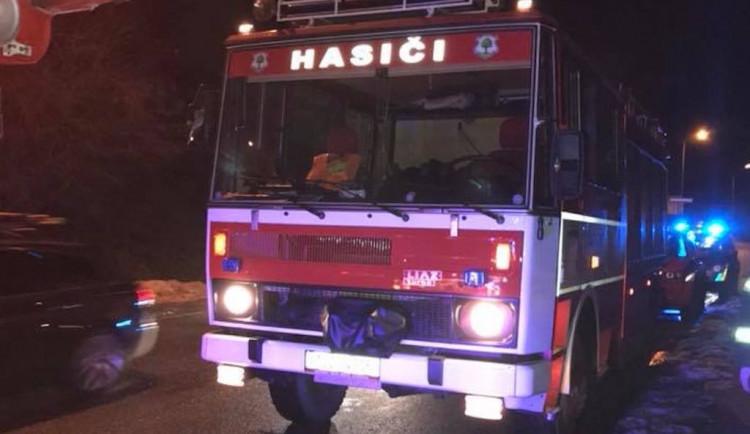 Při požáru bytu v Jilemnici byl vážně zraněn jeden člověk